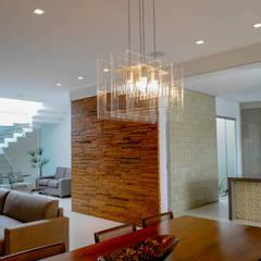 Residência AVS: Salas de jantar modernas por A/ZERO Arquitetura