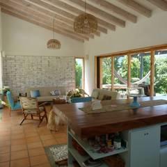 comedor: Comedores de estilo moderno por interior137 arquitectos