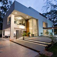 Private Residence, Koregaon Park, Pune: minimalistic Houses by Chaney Architects