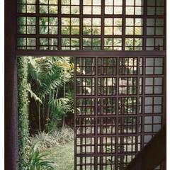 Paso Jardin: Jardines de estilo industrial por R+P