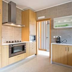 Cocina 3: Cocinas de estilo moderno por COCINAS FEDGO
