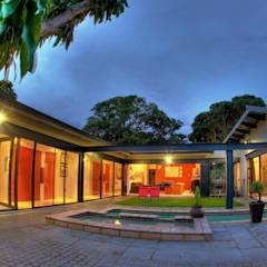 House at Ballito: country Garden by TJ Architects
