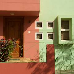 Bungalow in Bhuj: eclectic Houses by Design Kkarma (India)