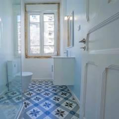 NEOCIM Décor Optique Mer: Casa de banho translation missing: pt.style.casa-de-banho.moderno por Kerion Ceramics