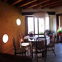 CASA CARACOL: Comedores de estilo rústico por ALIWEN arquitectura & construcción sustentable