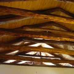 CASA CERECEDA: Livings de estilo colonial por ALIWEN arquitectura & construcción sustentable
