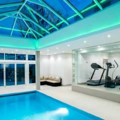 Pool areas closed in double glazing: modern Windows & doors by Tech Glass and Aluminium