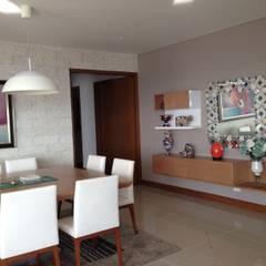 Apartamento Majestic 2103: Comedores de estilo moderno por John Robles Arquitectos