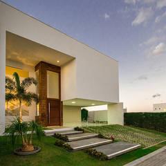 Fachada Frontal: Casas minimalistas por Duo Arquitetura
