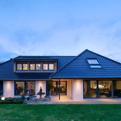 Gartenansicht: moderne Häuser von GRID architektur + design