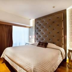 Dormitorio Principal : Cuartos de estilo ecléctico por Carughi Studio