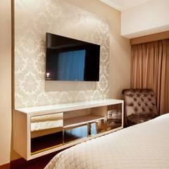 Dormitorio Principal: Cuartos de estilo ecléctico por Carughi Studio