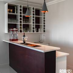Mr & Mrs Du Plessis Project - The Hills Estate, Pretoria: modern Wine cellar by Ergo Designer Kitchens and Cabinetry