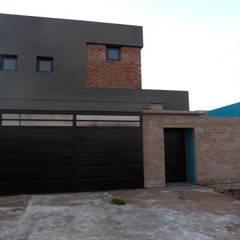 Fachada : Casas de estilo translation missing: ve.style.casas.eclectico por Patricio Galland Arquitectura