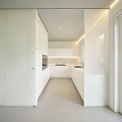 appartamento CW: Cucina in stile in stile Minimalista di Burnazzi  Feltrin  Architects