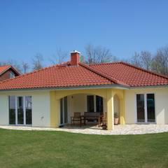 Haus Vivaldi: moderne Häuser von RostoW Bau