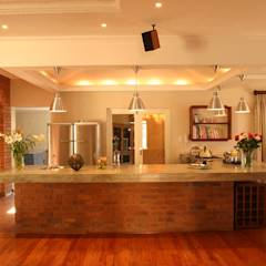 House Gover: eclectic Kitchen by Environment Response Architecture