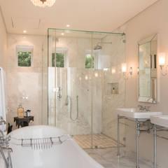 HASKELL VILLA, CAPE TOWN   I   MARVIN FARR ARCHITECTS: eclectic Bathroom by MARVIN FARR ARCHITECTS