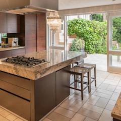 HASKELL VILLA, CAPE TOWN   I   MARVIN FARR ARCHITECTS: eclectic Kitchen by MARVIN FARR ARCHITECTS