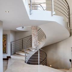 Residence Naidoo: modern Corridor, hallway & stairs by FRANCOIS MARAIS ARCHITECTS