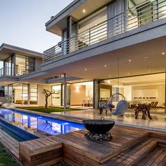 Residence Naidoo: translation missing: za.style.terrace.modern Terrace by FRANCOIS MARAIS ARCHITECTS