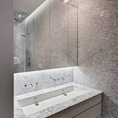 Master Bathroom: modern Bathroom by Lilian H. Weinreich Architects