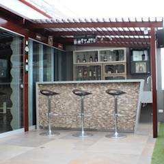 Bar-Terraza: Terrazas de estilo translation missing: pe.style.terrazas.moderno por Soluciones Técnicas y de Arquitectura