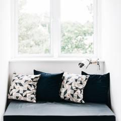 Industrial style reading nook: industrial Bedroom by Katie Malik Interiors