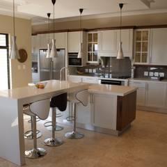 Kitchens: modern Kitchen by Life Design