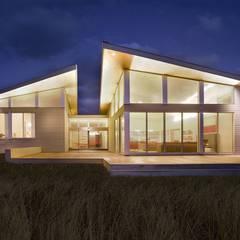 Modern beach house exterior: modern Houses by ZeroEnergy Design