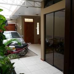 vivienda unifamiliar: Casas de estilo moderno por Okarq