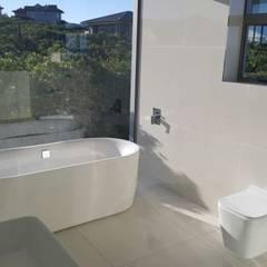 House Bus: modern Bathroom by Rudman Visagie