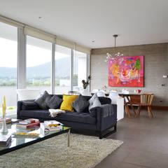 CASA P65: Livings de estilo escandinavo por ESTUDIO BASE ARQUITECTOS