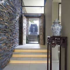 Let The Light In: modern Corridor, hallway & stairs by Spiro Couyadis Architects
