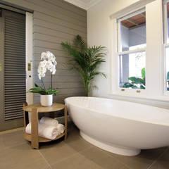 Bathroom 3: eclectic Bathroom by JSD Interiors
