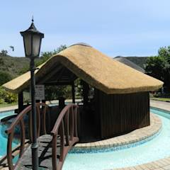 Thatch Lapa & Bar by Pool: rustic Pool by Cintsa Thatching & Roofing