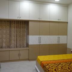 Ground floor Master bedroom wardrobe: modern Bedroom by Hasta architects