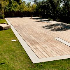 Wood deck Covered Movable Floor: modern Pool by AGOR Engineering