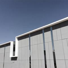 Locales Comerciales Ligura: Casas de estilo minimalista por Constructora CONOR Ltda - Arquitectura / Construcción