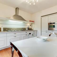 Cavour | modern style: Cucina in stile in stile Moderno di EF_Archidesign