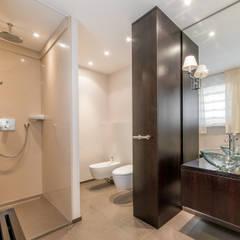 klassische badezimmer ideen inspiration homify. Black Bedroom Furniture Sets. Home Design Ideas