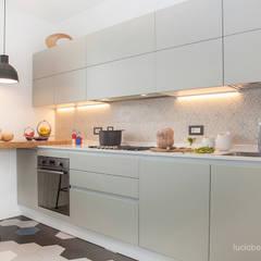 Casa Gion: Cucina in stile in stile Moderno di senzanumerocivico