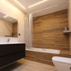 DESPUÉS - BAÑO: Baños de estilo moderno de Novodeco