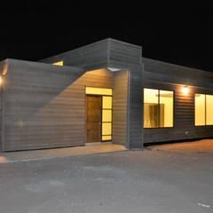 Vivienda unifamiliar mediterráneo: Casas de estilo mediterraneo por Casas Metal
