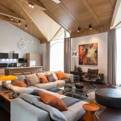 Номинация новаторство: интерьер дома до 300 м: modern Living room by Archiprofi