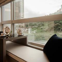 BRAVO INTERIOR DESIGN & DECO    KUAN STYLE: translation missing: tw.style.窗戶與門.modern 窗戶與門 by 璞碩室內裝修設計工程有限公司