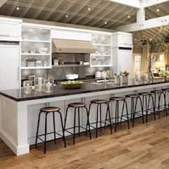 Great Modern Kitchen: modern Kitchen by Kitchen Krafter Design/Remodel Showroom