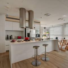 House M: translation missing: tw.style.廚房.minimalist 廚房 by 六相設計 Phase6
