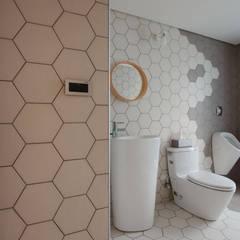 House M: translation missing: tw.style.浴室.minimalist 浴室 by 六相設計 Phase6