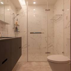 ZNY house: translation missing: tw.style.浴室.modern 浴室 by 珞石設計 LoqStudio